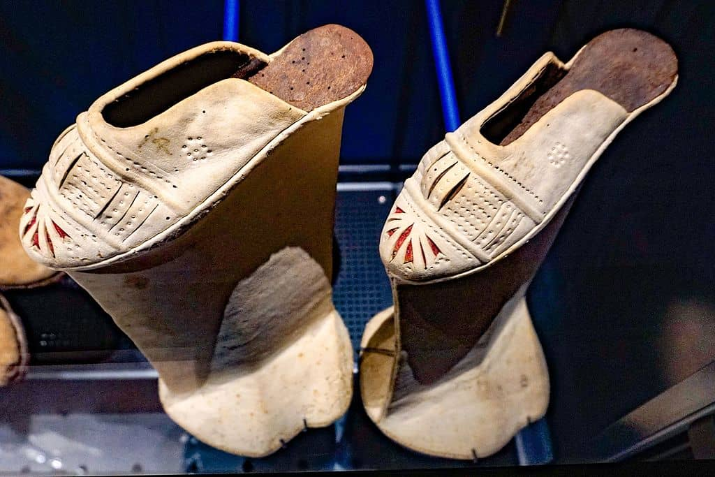 A couple of chopine shoes from the end of the 16th century