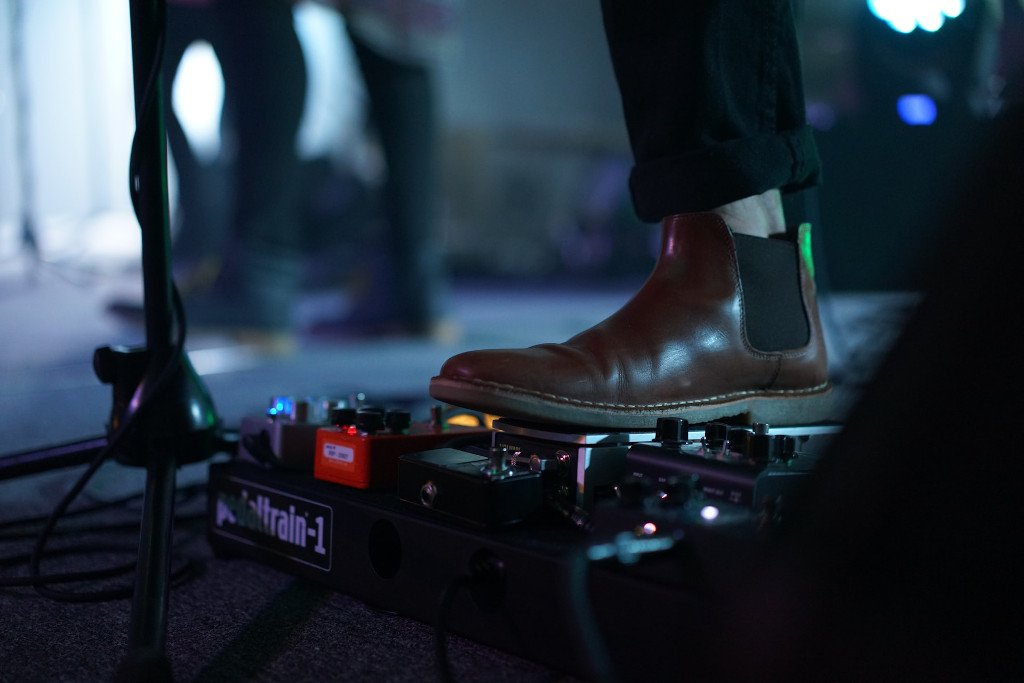 musician wearing chelsea boots